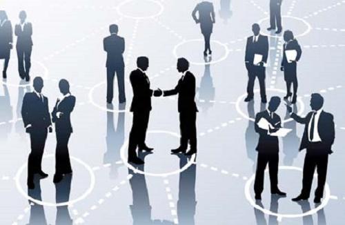 """networking: """"acudir a actividades y eventos con el fin de incrementar la red de contactos profesionales y buscar oportunidades de negocio""""."""